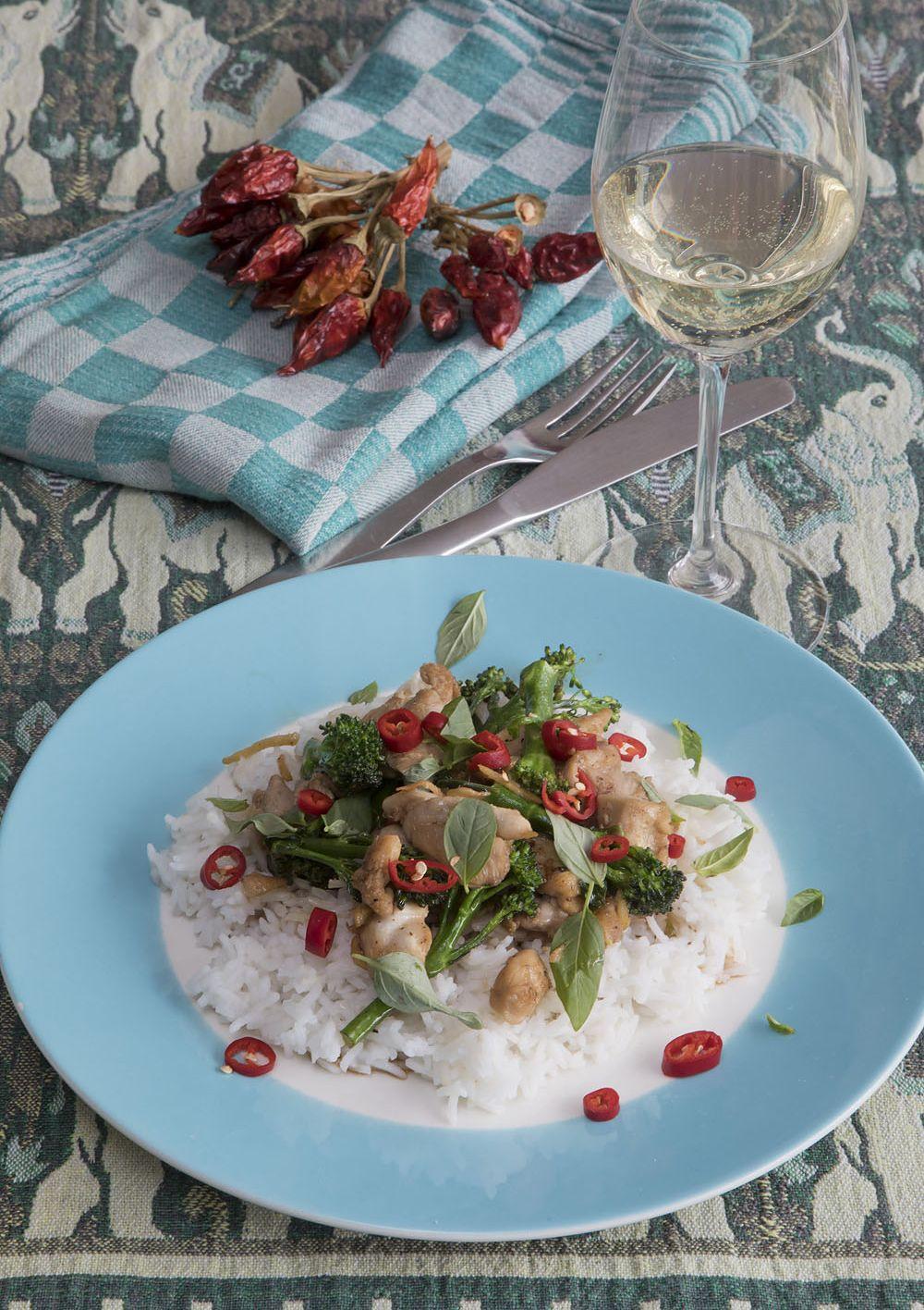 Roerbak van kip, chili en basilicum